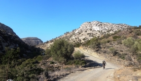 agiofaraggo mountain bike tour Crete back to the monastery