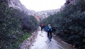 agiofaraggo mountain bike tour Crete the river with water