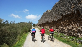 mountain bikers next to the 2000 years old Roman aqueduct