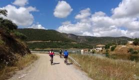 riding the bikes next to Aposelemis lake