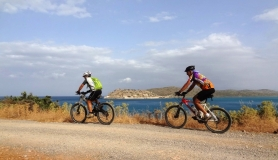 mountain bikers and Spina Longa Crete
