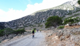 cyclist descending to Koudoumas