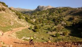 descenting to Papa Lakos plateau