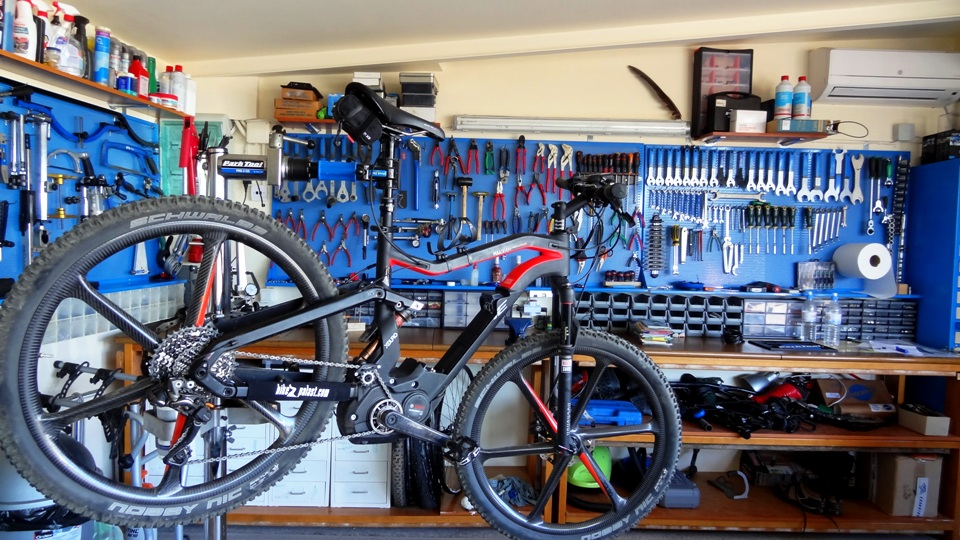 the work shop of cyclingcreta at Hersonissos. Haibike xduro limited ebike on bike stand