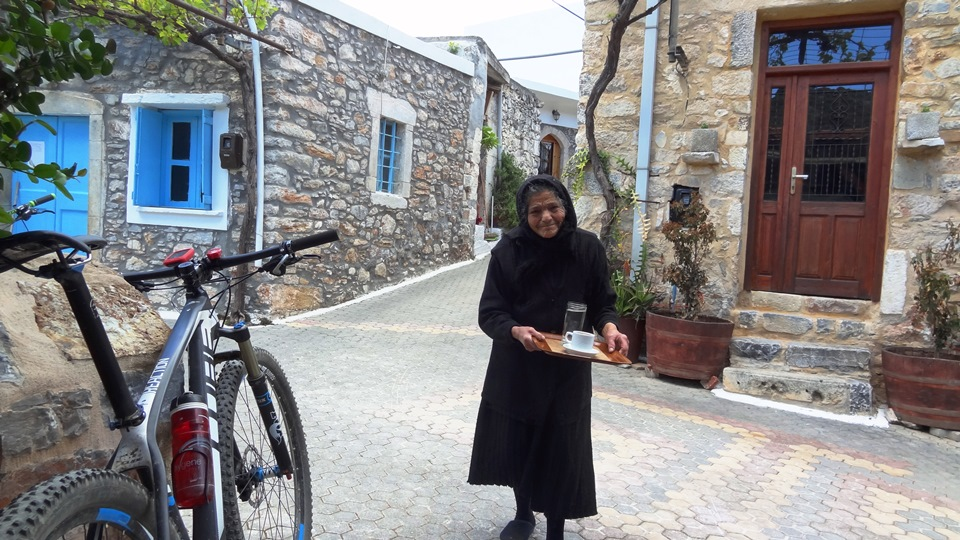 9 cretan hispitality that you can find only with a bike tour