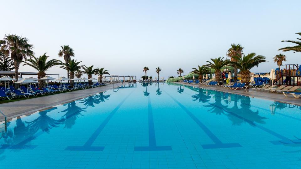 the best hotel for triathletes with 50 meters olympic swimming pool