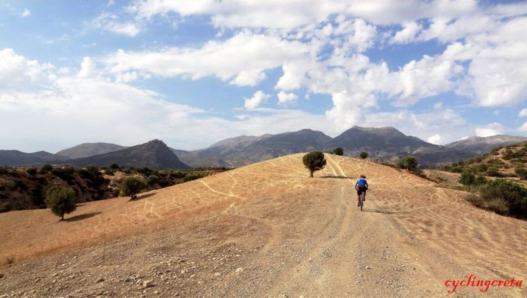 march-vs-septemberthe-best-month-for-cycling-in-crete-min-1