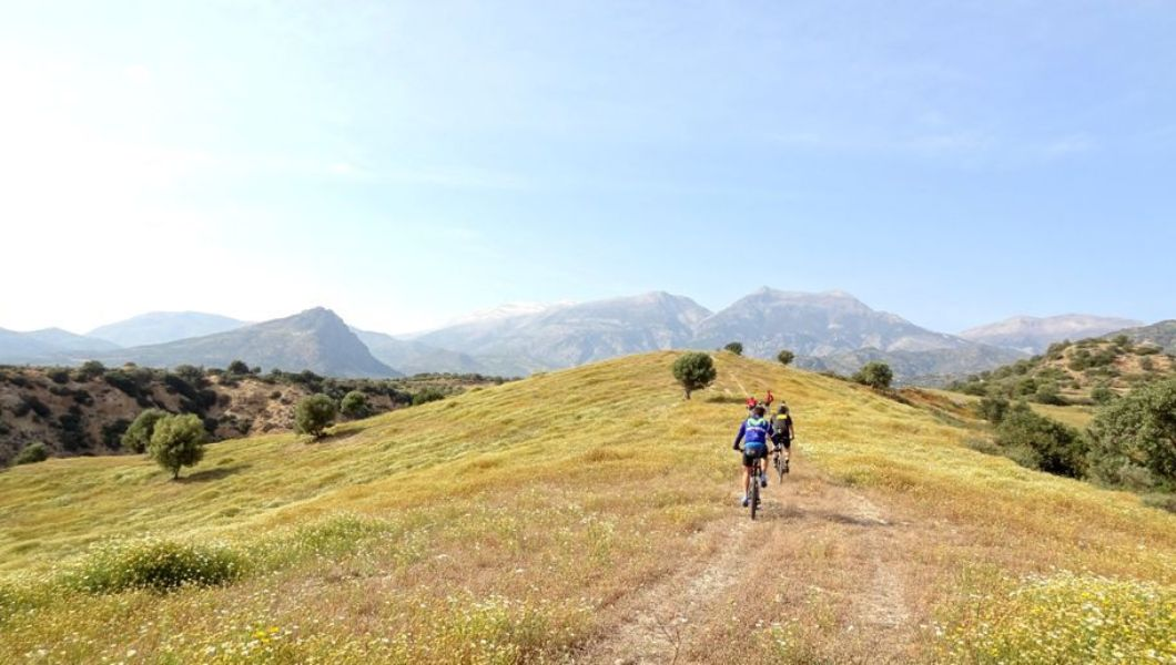 march-vs-septemberthe-best-month-for-cycling-in-crete-min-2