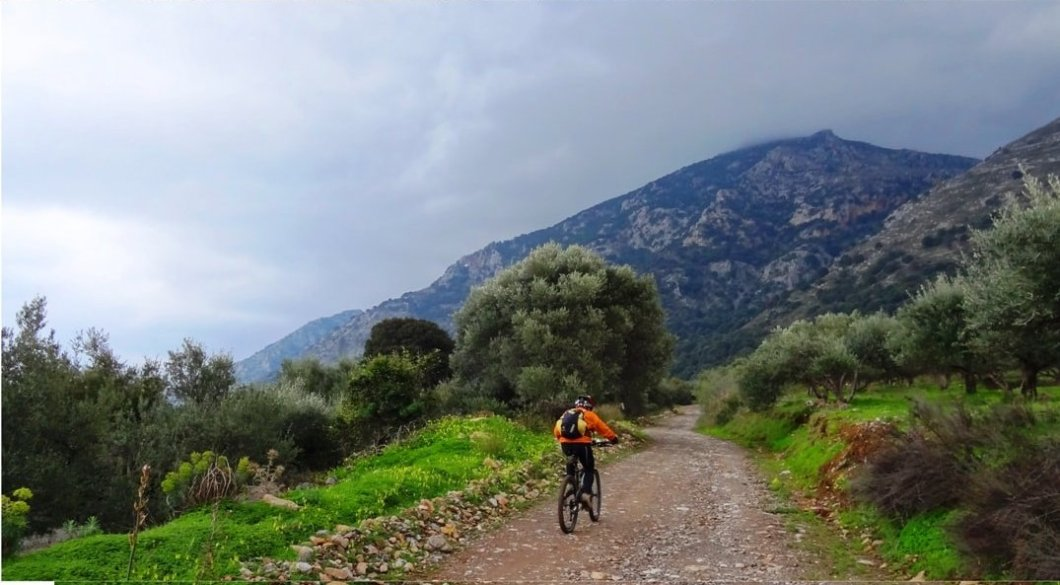 september-vs-march-the-best-month-for-cycling-in-crete-min-1