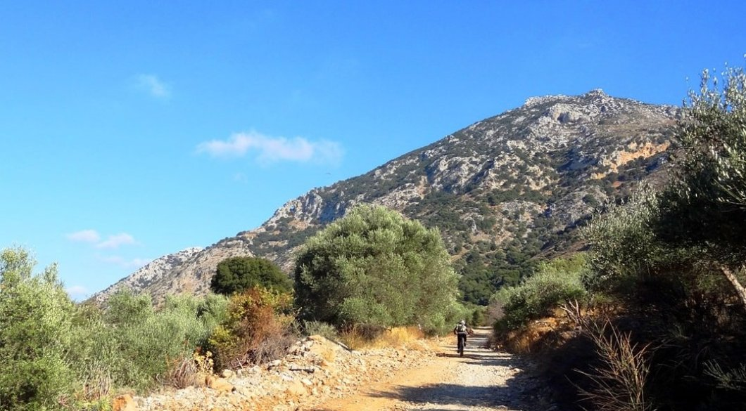 september-vs-march-the-best-month-for-cycling-in-crete-min-2