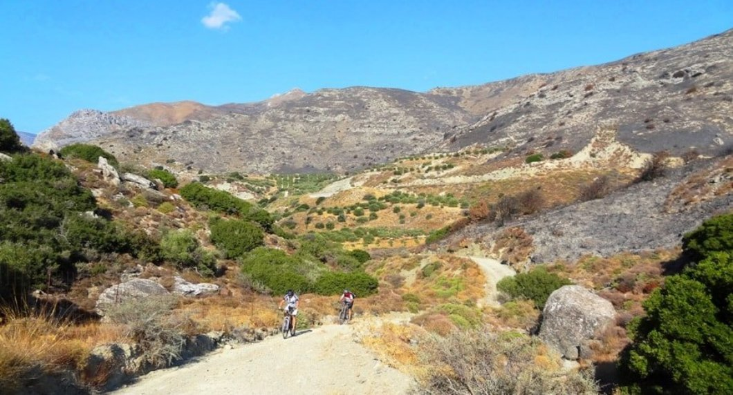 september-vs-december-the-best-month-for-cycling-in-crete-min-1
