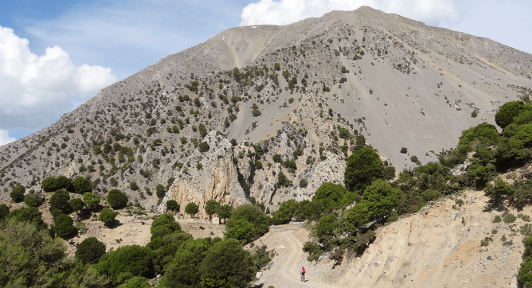 spitaki-omalos-the-best-month-for-cycling-in-crete-min-1