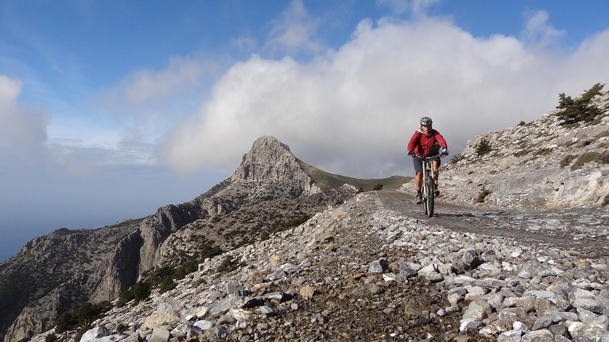 kofinas mountain Crete Kapetaniana mountain biker-min