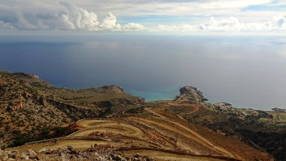 crete's most hairpinned roads Agios-Ioannis-peninsula- kapetaniana