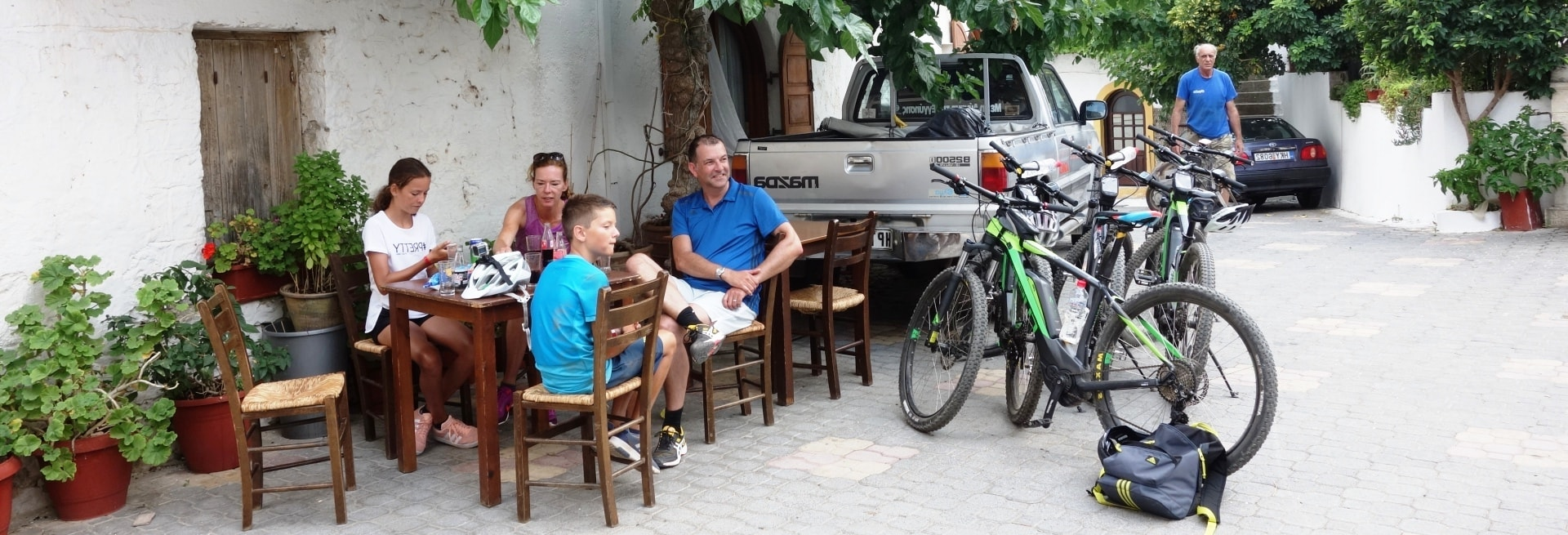 coffee stop ebike tour Crete small villages and aposelemis canyon